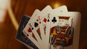 bermain kartu